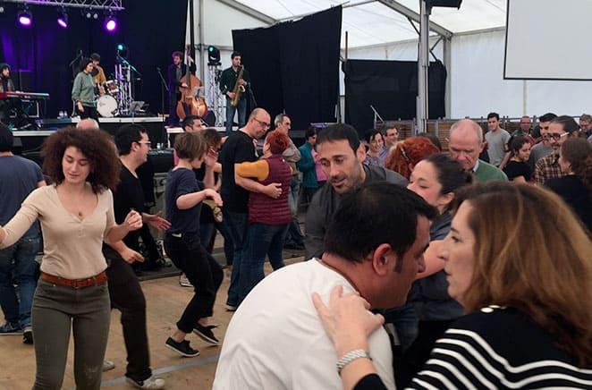 Bailando Swing en un evento con MésQueSwing